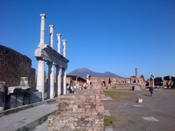 <b>The Forum in Pompeii with its colonnade</b>