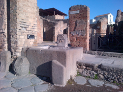 <b>A fountain in the ancient Pompeii</b>