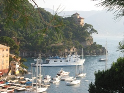 <b> Another view of the small Portofino harbour</b>